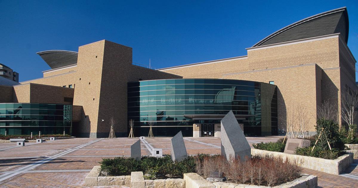 福岡市総合図書館のホームページです。福岡市総合図書館は「図書・文書・映像」の3資料部門で構成され、映像ホール(シネラ)、ミニ・シアターも併設。蔵書は約120万冊。インターネットでの蔵書検索が可能…